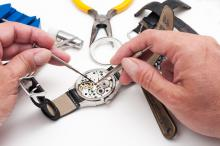 Если ваши часы нуждаются в ремонте, вы должны выяснить в чем проблема. Каковы признаки того, что что-то требует немедленного внимания, и стоит ли вам когда-нибудь попробовать сделать часы своими руками? Разберем здесь, чтобы ответить на все эти вопросы и многое другое.